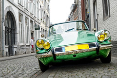 Looking (enneafive) Tags: déesse citroën cabrio car street maastricht looking headlamps vintage oldtimer 5october1955 décapotable godess idds cobbles metallic green houses parismotorshow mondialparismotorshow technology old modern design icon travel reflections