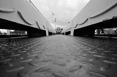 Rettungsring / lifesaver (Lichtabfall) Tags: elbe einfarbig blackwhite blackandwhite monochrome schwarzweiss rettungsring lifesaver fähre ferry ship boot schiff boat