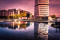 Reflection (explore 2018-10-05) (Maria Eklind) Tags: sun building malmö sweden nature himmel sky architecture outdoor västrahamnen turningtorso moln clouds skånelän sverige se water