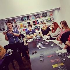 En #kaxilda presentando #marcapaginas diseñados en clase de primero