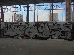 499 (en-ri) Tags: moans nero rosso grigio arrow throwup parco dora torino wall muro graffiti writing 2018
