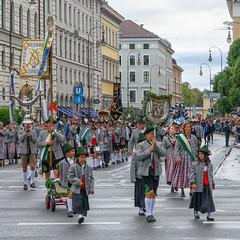 Oktoberfest 2018: Einzug der Trachten (Janos Kertesz) Tags: oktoberfest einzugdertrachten trachten munich münchen bayern bavaria beer bier tradition color dress dance fun costume people festival