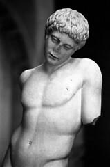 18.10-25 (analogish) Tags: 35mm 135film bw blackwhite classicalage glyptothek klassischesaltertum kodaktrix400 münchen munich reflectaproscan7200 schwarzweiss sculpture skulptur voigtländerbessar2a voigtländercolorheliar75mmf25m39
