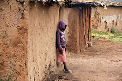 Masai Village - 7 (Mukis_trip) Tags: roja village masai colours colores tribus gente people kenia niños children pueblo