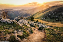 Tramonto sui monti del Gran Sasso (SDB79) Tags: sentiero gransasso montagna tramonto paesaggio natura abruzzo rocca calascio