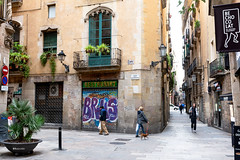 Carrer dels Assaonadors - Barcelona (rossendgricasas) Tags: barcelona capicasaldecatalunya catalonia street streetphotography streetart people urban urbanexplorer photography photoshop photoday nikon tamron