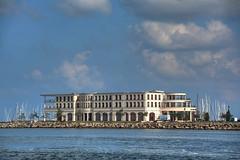 immer noch der Ostseeurlaub (baerchen57) Tags: schiffe boote wolken wasser menschen kongresszentrum yachthafen hohedüne warnemünde