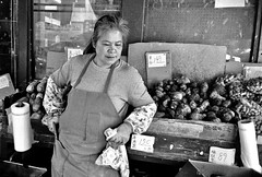 Stockton Street, San Francisco (Dave Glass . foto) Tags: sanfrancisco street streetphotography chinatown chinatownsanfrancisco chinatownsf stocktonstreet producemarket vegetablemarket ven 35mmfilm konicawide28 konicagenbakantoku