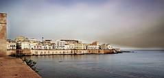 ... (Augusta Onida) Tags: siracusa ortigia italy italia mare sea panorama landscape paesaggio patrimoniounesco acqua water sky leicam blu