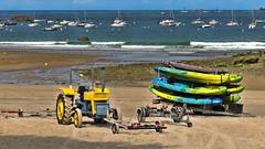 Saint Lunaire... (Fred&rique) Tags: lumixfz1000 photoshop hdr été bretagne saintlunaire tracteur plage sable eau bateaux remorque ciel bleu couleurs vacances marée