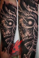 Skull Creepy Dark Horror Eye Tear Out Biomech Bioorganic Bio 3D Black and Grey Real Realistic Best sleeve Tattoo by Jackie Rabbit