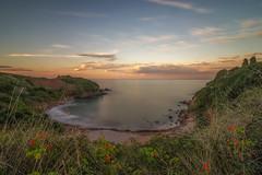 Atardecer en Candás. (Amparo Hervella) Tags: candás playaderebolleres asturias españa spain playa atardecer naturaleza nube largaexposición d7000 nikon nikond7000
