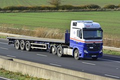 SC62 KTE (panmanstan) Tags: mercedes actros mp4 wagon truck lorry commercial flatbed freight transport haulage vehicle m62 motorway sandholme yorkshire