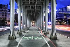 Heure bleue // Blue hour (erichudson78) Tags: france iledefrance paris16ème pontdebirhakeim pont bridge longexposure poselongue bluehour heurebleue canoneos6d canonef24105mmf4lisusm paysageurbain urbanlandscape nuit night