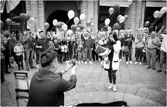 Will You Marry Me? (Steve Lundqvist) Tags: bologna italia italy couple coppia street streetphotography candid photography leica q piazza maggiore promessa wedding promise marry married chinese china cinesi