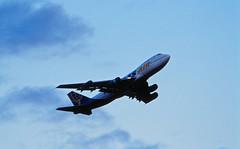 Berlin SXF 2002 Atlas Air Boeing 747-300 (rieblinga) Tags: berlin 2002 sxf flughafen schönefeld atlas air boeing 747300 frachter analog canon eos 1v kodak ebk 100 diafilm