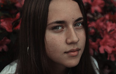 (Nicolas Pujol Ph) Tags: portrait girl hd vsco argentina santa fe reconquista flowers face eyes green cian calm beauty nice cute red pink dark retrato cara chica flores oscuro mood moody natural light nature nikon 5300 50mm analog