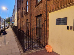 Whitfield Street. 20181019T06-03-26Z (fitzrovialitter) Tags: bloomsburyward england fitzrovia gbr geo:lat=5152259000 geo:lon=013816000 geotagged unitedkingdom peterfoster fitzrovialitter city camden westminster streets urban street environment london streetphotography documentary authenticstreet reportage photojournalism editorial daybyday journal diary captureone olympusem1markii mzuiko 1240mmpro microfourthirds mft m43 μ43 μft ultragpslogger geosetter exiftool rubbish litter dumping flytipping trash garbage