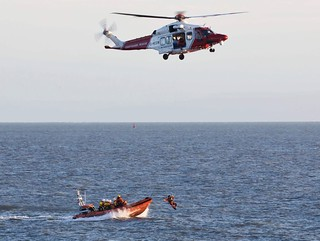 Porthcawl's lifeboats exercising with the Coastguard Helicopter 🚁