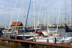 Hindeloopen Marina (Davydutchy) Tags: trn tatra register nederland annual rally rallye herfstmeeting najaarsmeeting herbsttreffen rit rondrit ride trip ausfahrt fryslân friesland frisia frise netherlands niederlande paysbas hylpen hindeloopen hindelopen marina jachthaven haven port harbour harbor hafen boat ship schiff yacht jacht zeilboot boot segelboot segelschiff september 2018