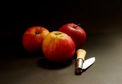 Manzanas en Taramundi-XT9526 (David.gv60) Tags: david60 stilllife color composición superficie fondo oscuro fujifilmxt10 españa taramundi asturias spain luznatural interior alimentos natur natural xt10 fujifilm manzanas photodgv
