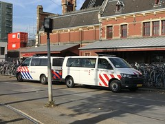 Dutch Police / Politie - Amsterdam Centraal / Central Railway Station, Amsterdam - October 2018 (firehouse.ie) Tags: lawenforcement vehicles vehicle fourgons fourgon vans van volkswagen vw handhaving holland amsterdam politie police
