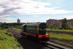 ЧМЭ3-6387 (Life and Photo) Tags: чмэ36387 чмэ3 могилев shunting тепловоз локомотив поезд бч беларусь clouds chme3 city sky trees train railroad railway road rails grass green mogilev building house sunlight summer june evening motion tree locomotive