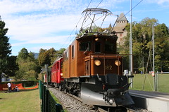 2018-09-23, BC/RhB/MVR, Château de Blonay (Fototak) Tags: schmalspurbahn treno train railway switzerland rivieravaudoise bc rhb mvr 182 35 crocodile bernina