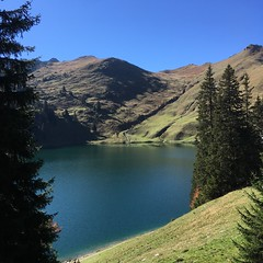 Oberstockensee (habi) Tags: seerie moblog stockhorn oberstockensee lake iphone