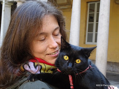 OA145202 DSC07960 (pierino sacchi) Tags: cortile gatto moka nero statue unipv