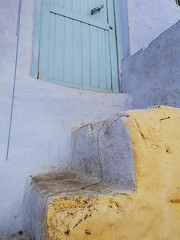 Pastel stairs (Sizun Eye) Tags: stairs escalier pastel tones door minimalist fragment detail architecture sizuneye chefchaouen morocco rif africa android maroc huaweip20pro
