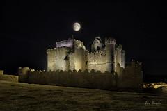 Fantasia de otoño (Luis R.C.) Tags: nocturnas castillos edificios paisajes pueblos luna nikon d610