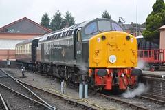 "British Railways Green Class 40, 40106 ""Atlantic Conveyor"" (37190 ""Dalzell"") Tags: britishrailways brgreen ee englishelectric type4 whistler class40 40106 atlanticconveyor d306 cfps classfortypreservationsociety svr severnvalleyrailway 50sat50 gala kidderminster"