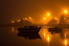 2017 Octobre - Lanester (Brouillard).011 (hubert_lan562) Tags: lanester lorient brouillard nuit light smog soir bateau rohu eau morbihan bretagne breizh 56 calme plenitude seul lumiere