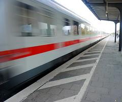 Mann, ist der schnell ... (hermann.kl) Tags: ic durchfahrt deutschebahn