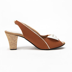 Jenny Tan And White Sling Back Heels 3 (paio.nirmal) Tags: paioshoes paio toes heels highheels heelsforwomen peeptoes
