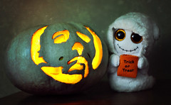 Preparations (GothGeekBasterd) Tags: trick or treat ghost plush halloween 1978 2018 michael myers mask shape maniac serial killer cinema john carpenter samhain horror thriller pumpkin white spooky
