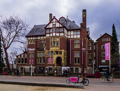 Pink Moco (262/365) (Walimai.photo) Tags: color colour museum moco amsterdam holland holanda netherlands lx5 lumix panasonic street calle bike bici bicicleta bicycle pink rosa house casa