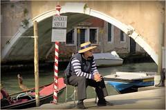 Aspettando (Michelecimitan) Tags: michelecimitan gondolier gondoliere venice venise venezia vénétie veneto italie italy italia europe europa gondolaservice man homme uomo fotodistrada picturesque geotagged streetphotography