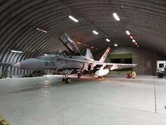 El Ala 12 más allá del Círculo Polar (Ejército del Aire Ministerio de Defensa España) Tags: f18 mcdonnelldouglas hornet noruega bodø tridentjuncture trj18 avión aviación militar military fuerzaaérea airforce hangar ala12