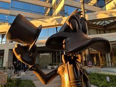 Warner Bros Studios Tour (coconut wireless) Tags: f2018tpt california daffyduck hollywood horrormadehere looneytoons looneytunes losangeles statue studiotour warnerbros warnerbrosstudiotour