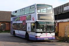 33195 (LT52XAF) 18-09-2018 rte 104 Harwich (routemaster2217) Tags: harwich firstessex firsteastengland dennistrident plaxtonpresident lowfloorbus doubledecker transport bus transbus 33195 lt52xaf