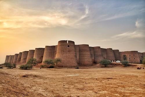 1280px-Derawar_Fort_Bahawalpur_I