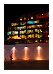 passage du fantôme (Marie Hacene) Tags: paris 13e immeubles fenêtres rue silhouette street nuit