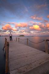 NO ESTABAMOS MUERTOS (Pepe Roselló) Tags: sunset atardecer 1denoviembre luzdeotoño muelle tamron1118 bluehour diadetodoslossantos dusk cloudscape waterscape selfportrait haidaslimprond186stops