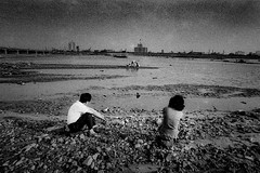 memories 520 (soyokazeojisan) Tags: japan osaka bw water sky landscape city people river blackandwhite monochrome analog olympus m1 om1 21mm film konipansss memories 1970s