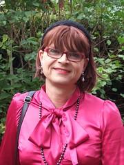 Portrait (Marie-Christine.TV) Tags: lady feminine mariechristine blouse pussybow schluppenbluse hawescurtis satin
