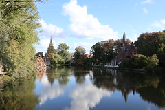 (discoveyvans) Tags: bruges belgium trip explore travel canon m100 lake minnewater nature city blue sky