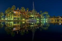 _DSC2776 (fjsmalaga) Tags: mar puerto barco urbanización casas reflejo estrellas cielo