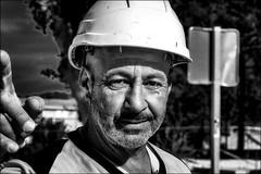 Des travaux partout! / Work everywhere! (vedebe) Tags: netb noiretblanc nb bw monochrome portraits portrait travail travaux main rue urbain street ville city urban